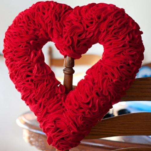 Basteln zum Valentinstag roter filz herz dekoration
