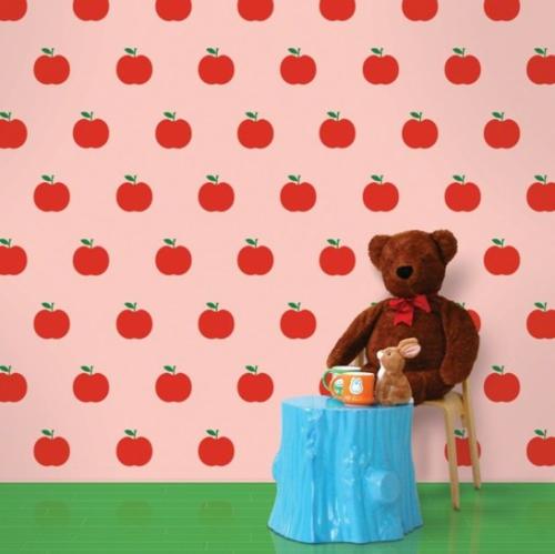 rote Tapeten für Kinderzimmer rot rosa apfel spielzeuge