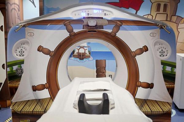 CT Scanner in einer Kinderklinik nautisch design abgebildet gemustert