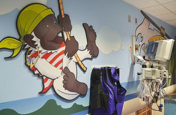 CT Scanner in einer Kinderklinik nautisch design affe pirat