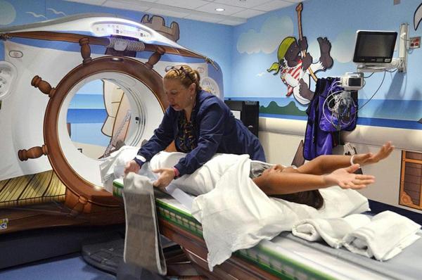 CT Scanner in einer Kinderklinik nautisch design new york