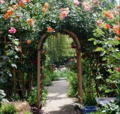 Coole Gartengestaltung mit Rosenbogen - Blickpunkt im Garten
