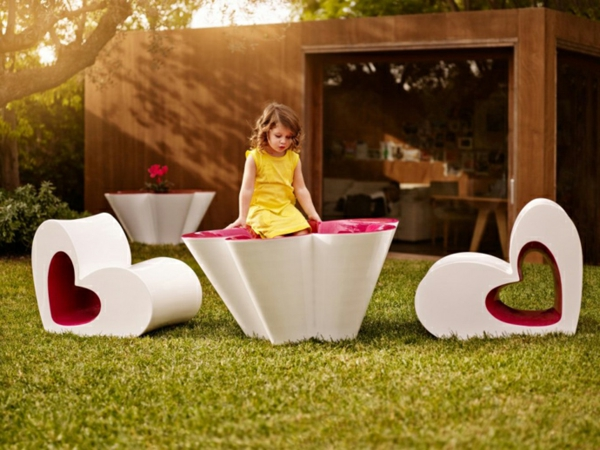 coole kinderm bel f r ihren garten von agatha ruiz de la prada. Black Bedroom Furniture Sets. Home Design Ideas