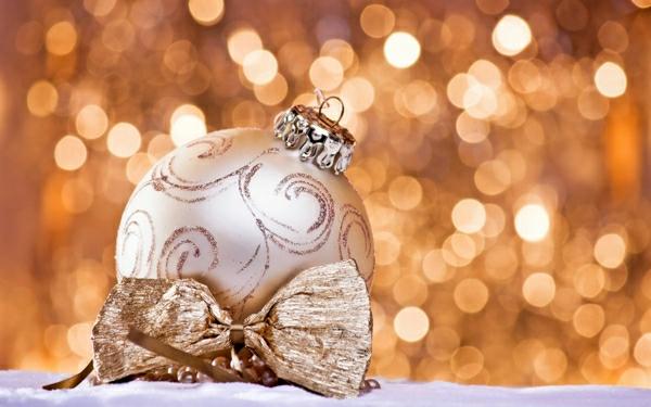 Coole Weihnachtsdeko und Weihnachtsbeleuchtung silbern schein