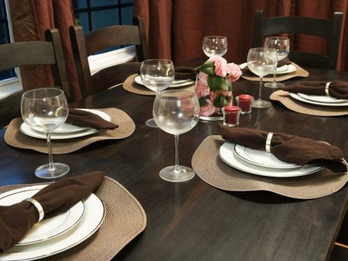DIY Bastelideen für festliche Tischdeko braun beige teller