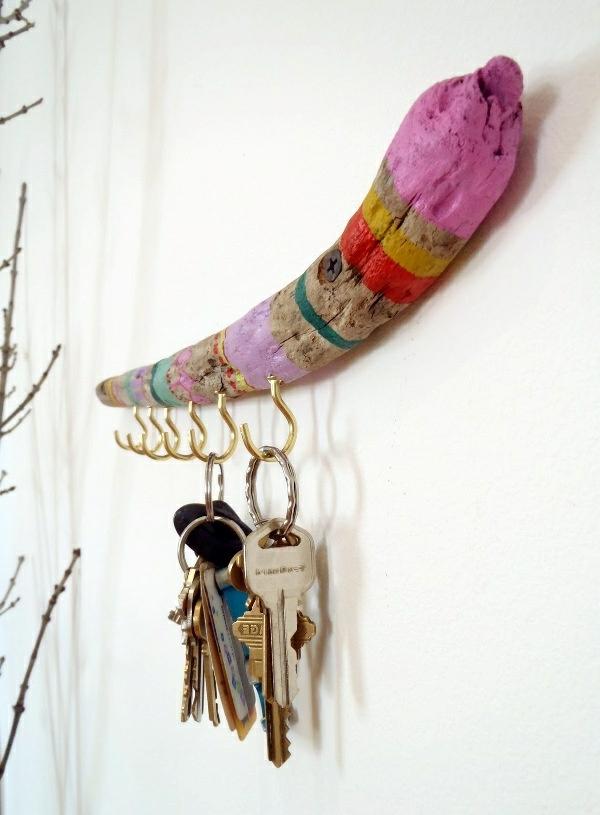 Deko Ideen schlüssel aufhängen bunt bemalt holz zweig