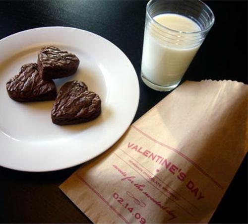 DIY Geschenkideen zum Valentinstag teller cookies milch