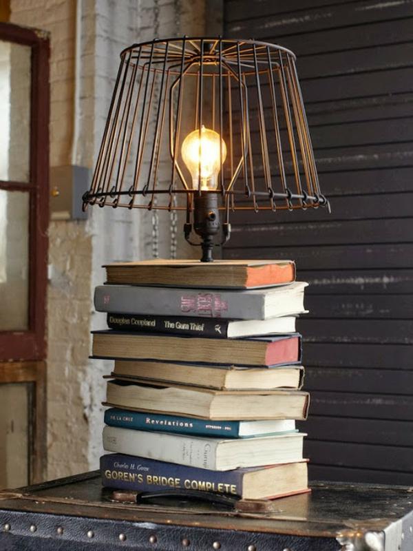 DIY Tischlampe mit Tischfuß aus Büchern glühbirne