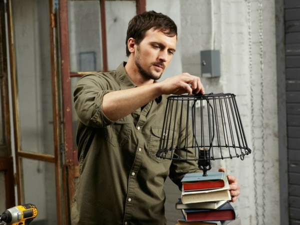 Tischlampe mit Tischfuß aus Büchern lampenschirm