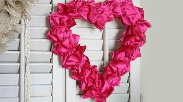DIY coolen Kranz zum Valentinstag rosa herzen