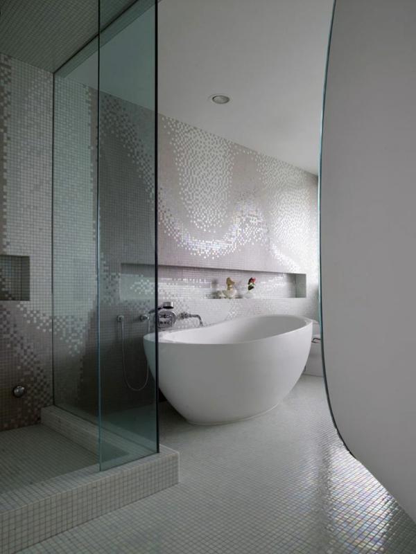 Fliesen für Ihr Badezimmer  weiß badewanne mosaik