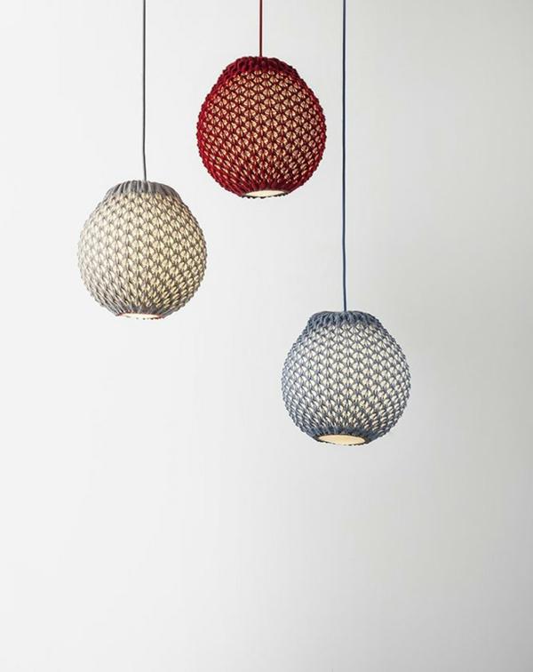 gestrickte lampenschirme von ariel zuckerman. Black Bedroom Furniture Sets. Home Design Ideas