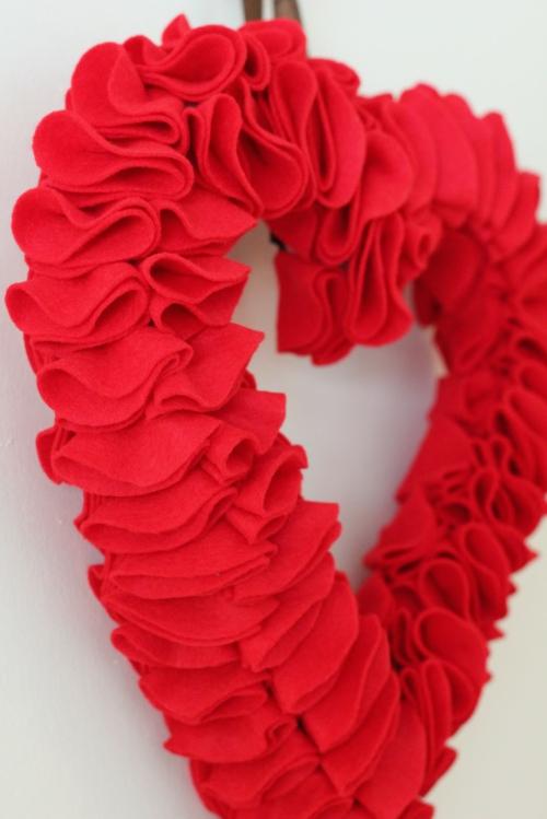 filz kreis schablonen rot hälfte gefaltet kranz valentinstag