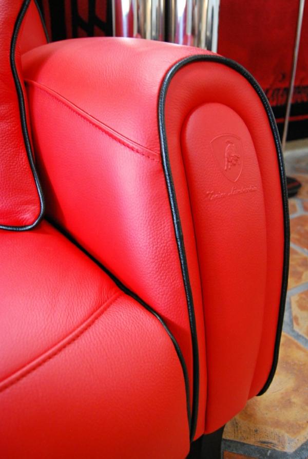Die Montecarlo Möbel und der Imola S Sessel von Tonino Lamborghini rot