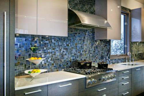 Küchenarbeitsplatte und Küchenrückwand fenster mosaik fliesen