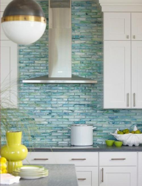 Küchenarbeitsplatte und Küchenrückwand fliesen glanzvoll