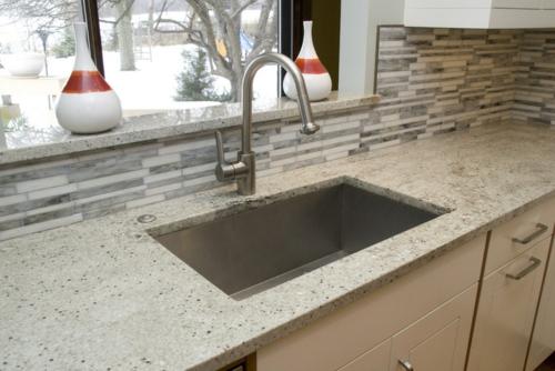 Küchenarbeitsplatte und Küchenrückwand modern küche spüle