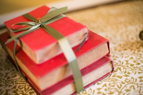 Leichte Deko für Weihnachten und Neujahr buch geschenke