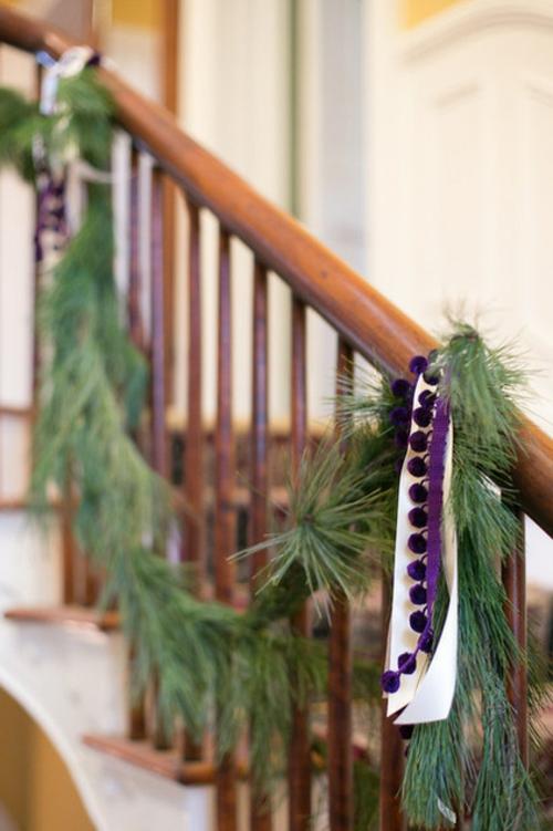 Leichte Dekoration für Weihnachten und Neujahr treppe geländer holz