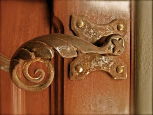 Qualität der antiken Möbe  gemustert abgenutzt stoff