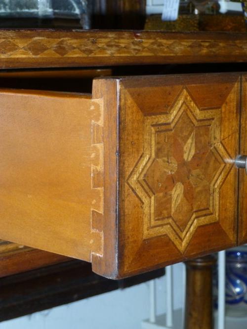 Qualität der antiken Möbel gemustert holz graviert