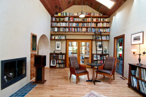 Raffinierte Wandgestaltung durch Regale hausbibliothek