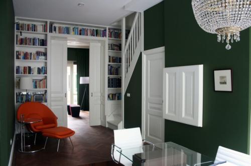 Raffinierte Wandgestaltung durch Regale schwarz farbe