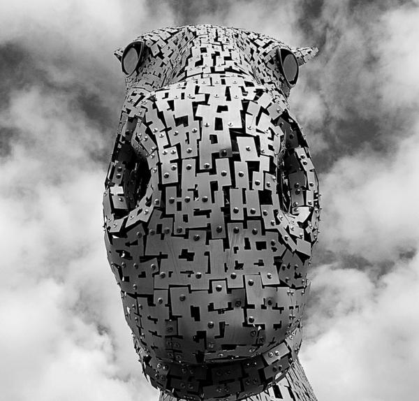Riesige Kelpies Pferdekopf Skulpturen schottland fassade