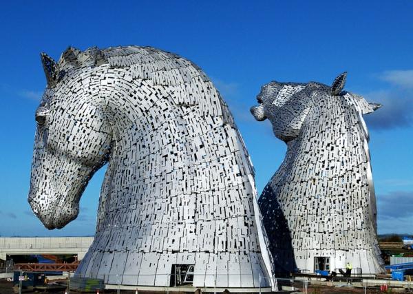 Riesige Kelpies' Pferdekopf Skulpturen schottland erbe