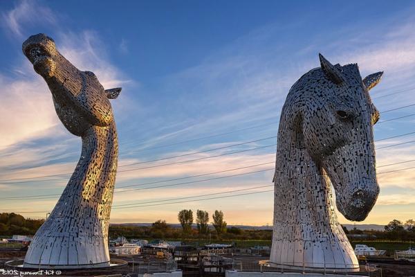 Riesige Kelpies' Pferdekopf Skulpturen