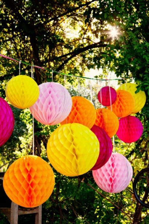 Party im Freien planen kühn hell papier kugel  hängend origami