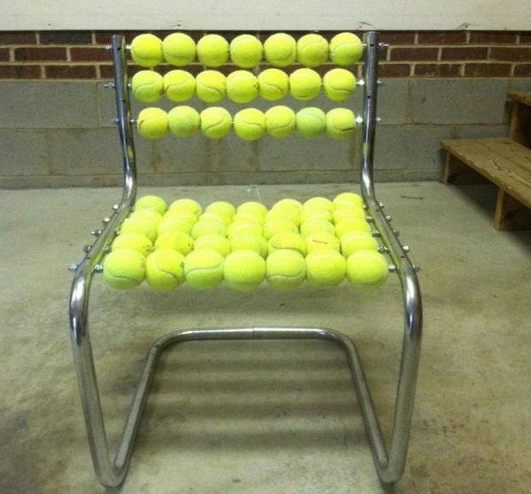 Stuhl Design aus Tennisbällen wiederverwendet stoff