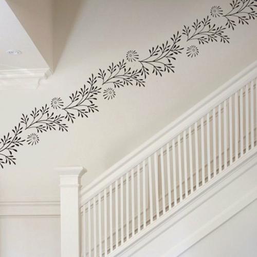 Wanddekoration mit Wandtattoo blumen schwarz weiß treppe