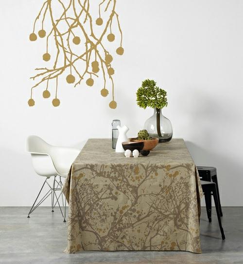 Wanddekoration mit Wandtattoo floral braun