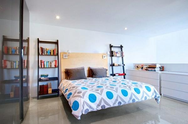 Leiterregal und Dekoartikel schlafzimmer vertikale bücherregale