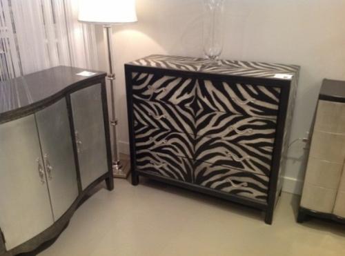 Zebra und Leoparden Muster kommode