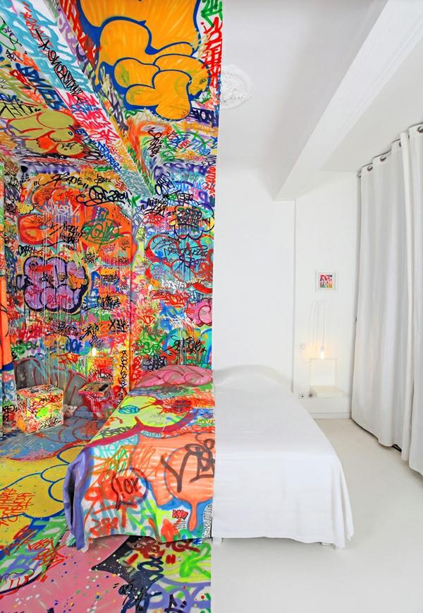 art hotel in marseille verzaubert mit seinem coolen zimmerdesign. Black Bedroom Furniture Sets. Home Design Ideas