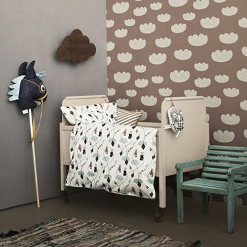 babyzimmer komplett gestalten braun wand weiß wolken