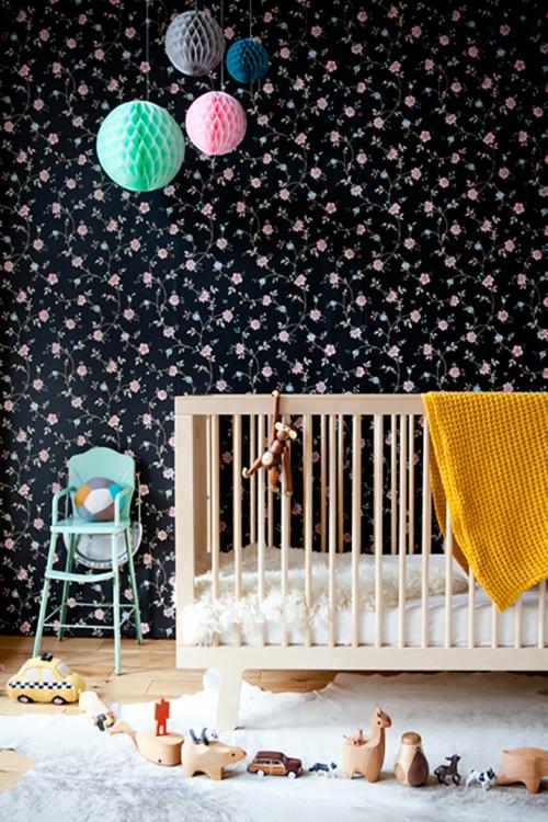babyzimmer komplett gestalten schwarz wand tapeten blumen muster
