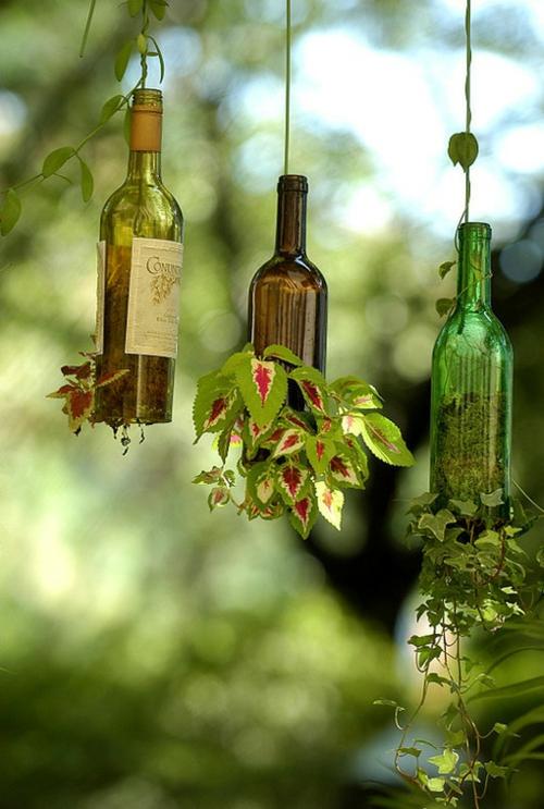 basteln glasflaschen hängende blumentöpfe
