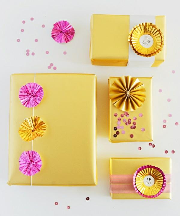 coole Dekoideen für Geschenkverpackung box gelb golden papierbackförmchen