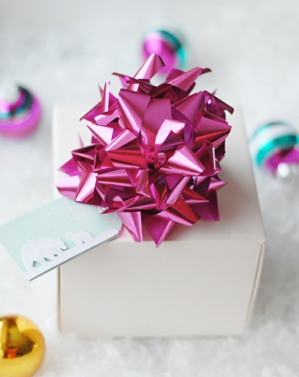 Dekoideen für Geschenkverpackung geschenkband glanzvoll