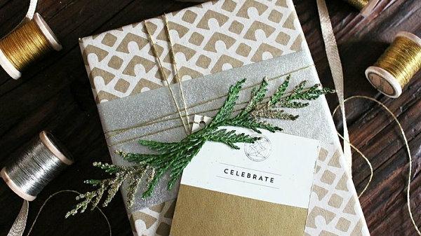 coole Dekoideen für Geschenkverpackung grün natur geschenkmarke