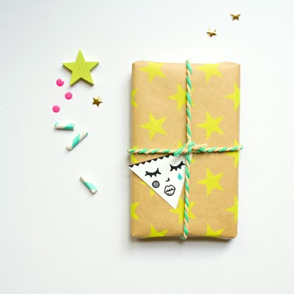 coole Dekoideen für Geschenkverpackung papier gelb sterne