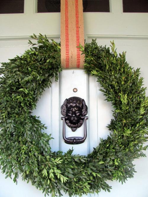 dekoideen für weihnachten türkranz aus buchsbaum