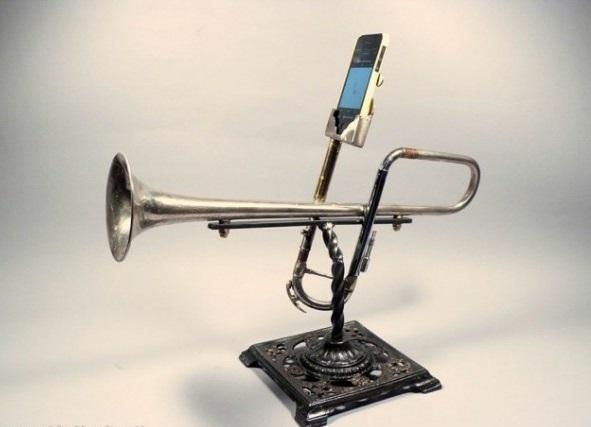 iPhone Verstärker aus recycelten Instrumenten altertümlich