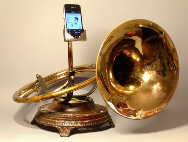 iPhone Verstärker aus recycelten Instrumenten analog