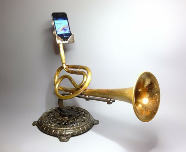 iPhone Verstärker aus recycelten Instrumenten ohne energiequelle extern