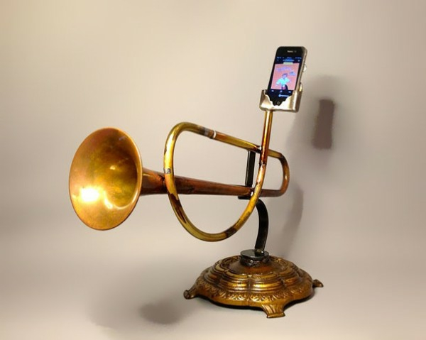 iPhone Verstärker aus recycelten Instrumenten trompeten