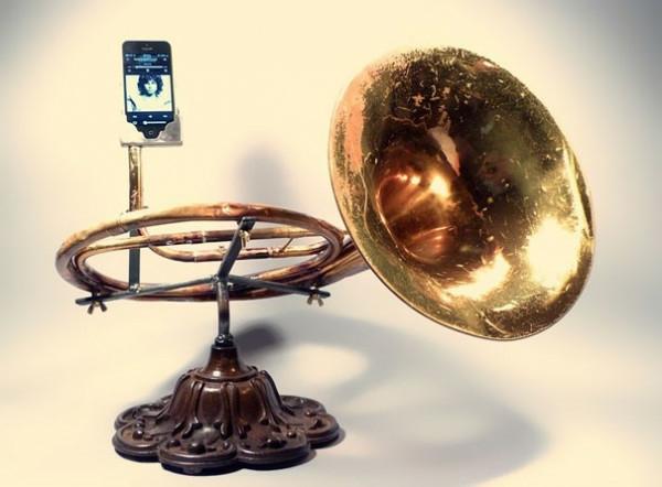 iPhone Verstärker aus recycelten Instrumenten
